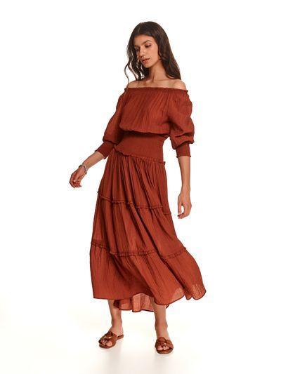 Długa marszczona sukienka z odkrytymi ramionami
